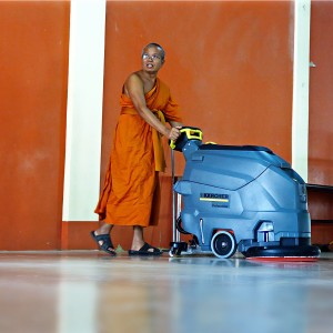 Buddhism meets technology at Wat Sakraeo orphanage